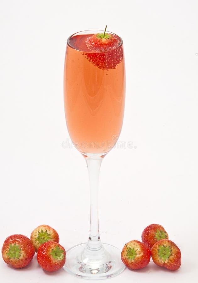 Champagne dentellare e fragola. fotografia stock libera da diritti