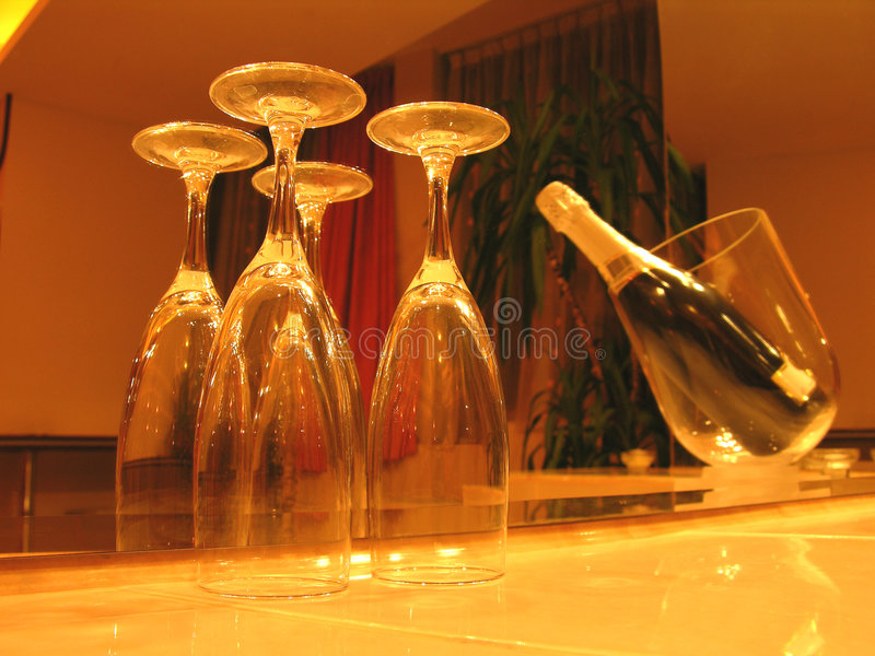 Champagne in der romantischen Leuchte stockfotos