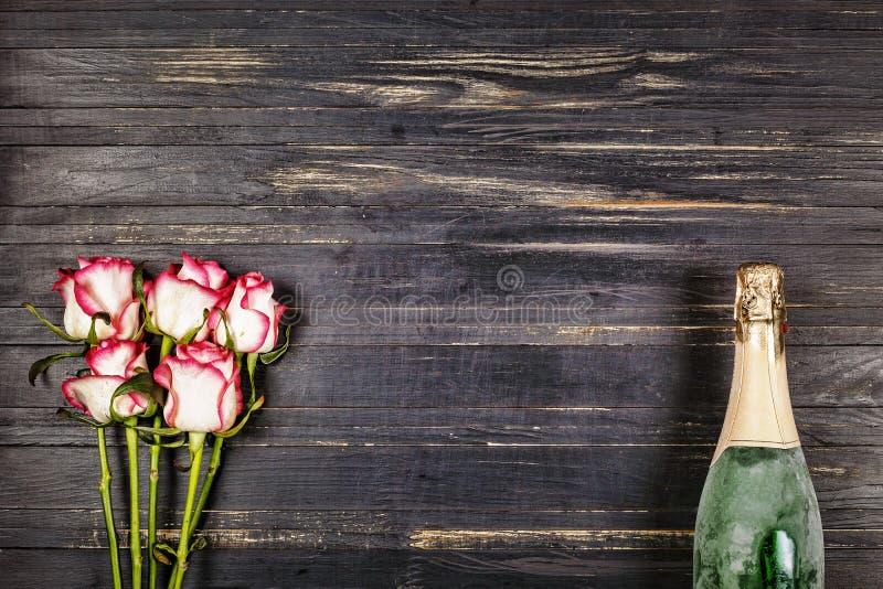 Champagne Dia do ` s das mulheres, o 8 de março Dia do `s do Valentim Aniversário casamento anniversary Estilo rústico imagem de stock
