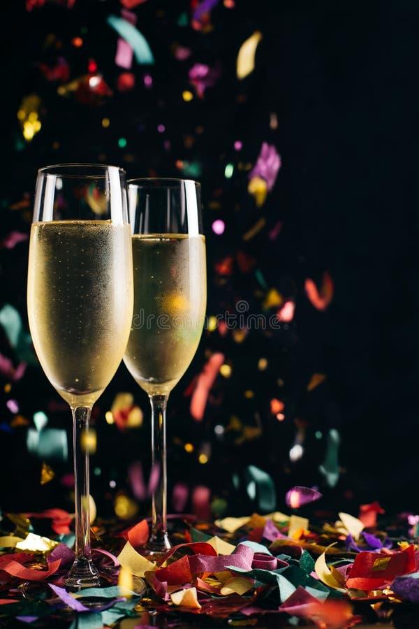 Champagne e confetti imagens de stock