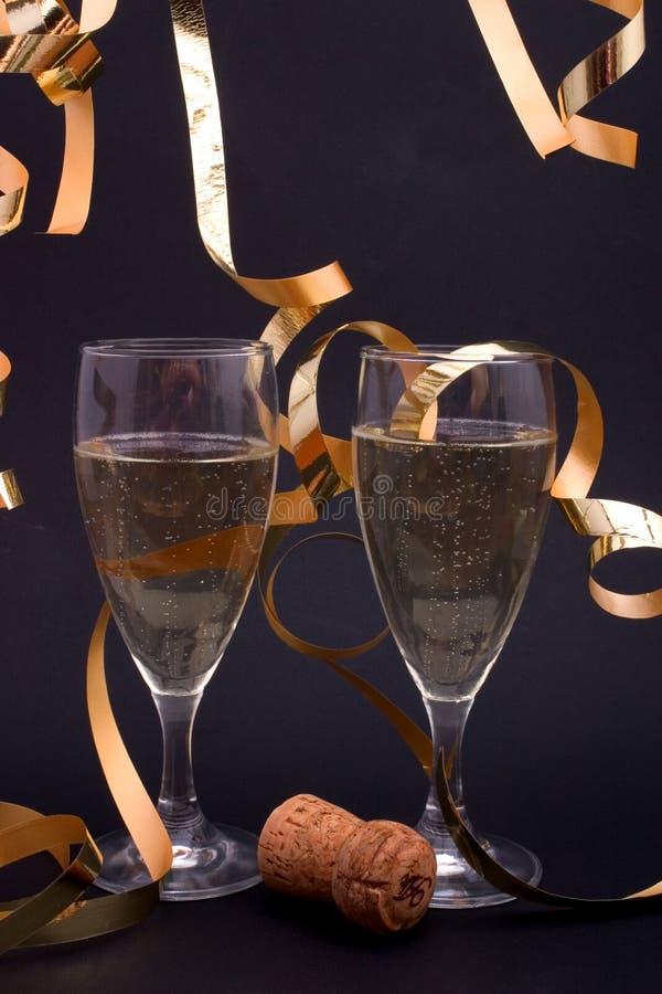 Champagne e fiamme dell'oro fotografie stock
