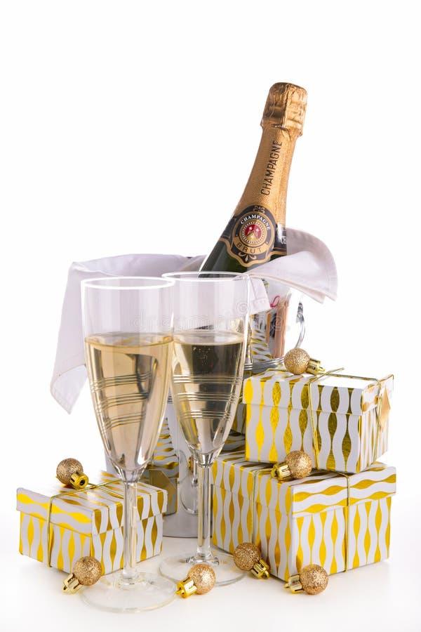 Champagne e presente imagem de stock