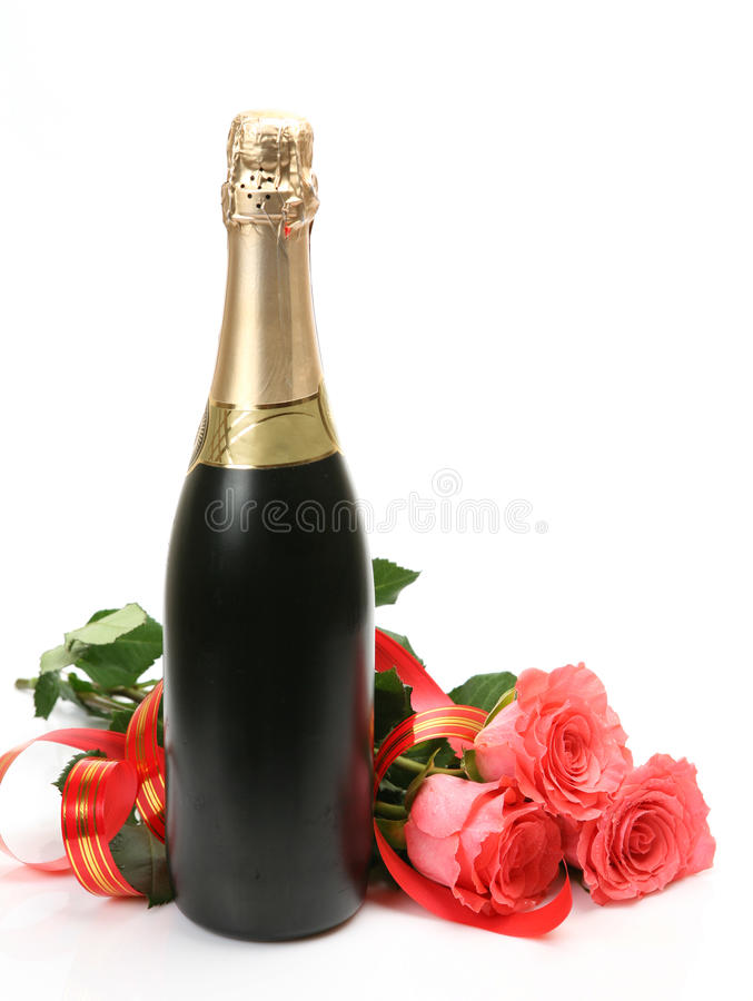 Champagne e rosas cor-de-rosa fotografia de stock