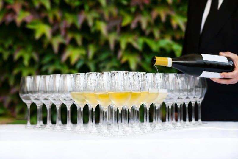 Champagne en glazen stock afbeelding