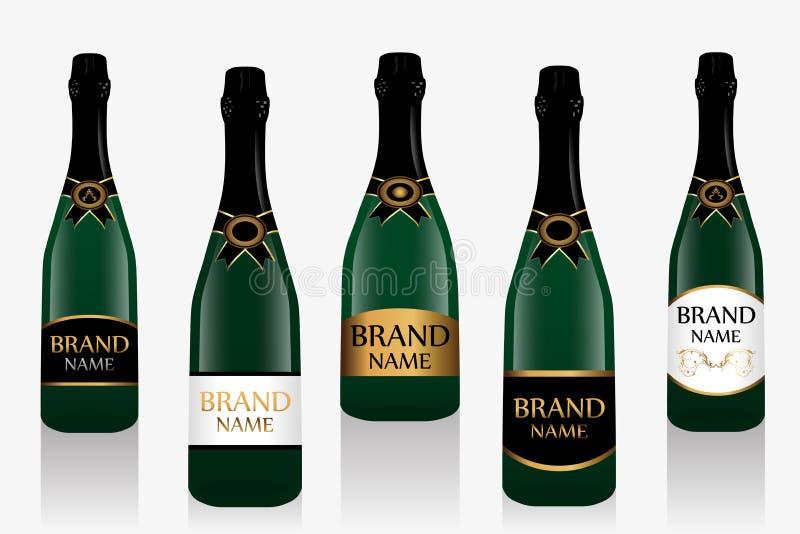 Champagne-fles of mousserende wijn met etiket Inzameling van vijf die glasflessen op witte achtergrond wordt geïsoleerd Vector vector illustratie