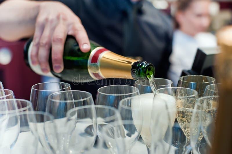 Champagne gießen