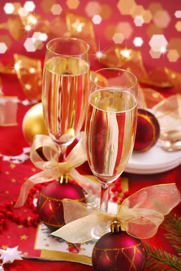 Champagne-Gläser auf der Tabelle stockbilder