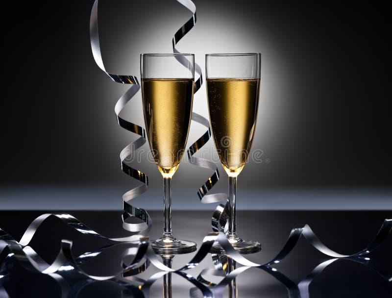 Champagne-Gläser im Parteiblick der neuen Jahre lizenzfreie stockbilder