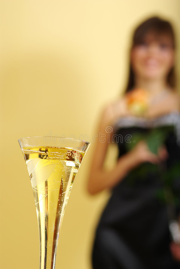 Champagne-Glas und Frau stockfoto
