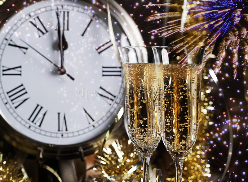 Champagne Glasses Clock Midnight Fireworks royalty-vrije stock afbeeldingen