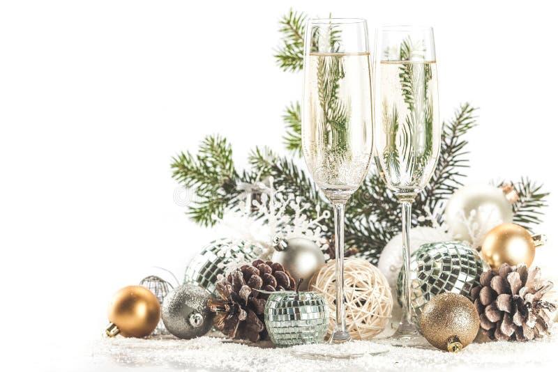 Champagne Glasses com Natal/ano novo fotografia de stock royalty free