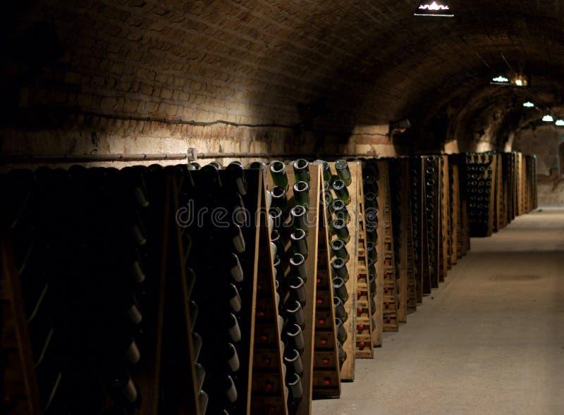 Champagne-Keller in Epernay stockbild