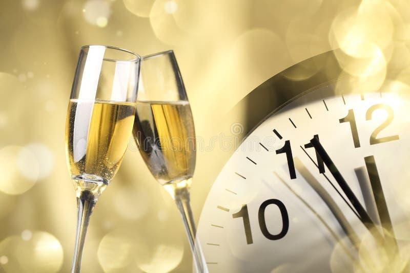 Champagne klaar aan het vieren van het Nieuwjaar stock afbeeldingen