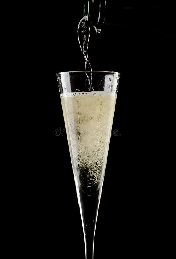 Champagne mit schwarzem Hintergrund stockbilder
