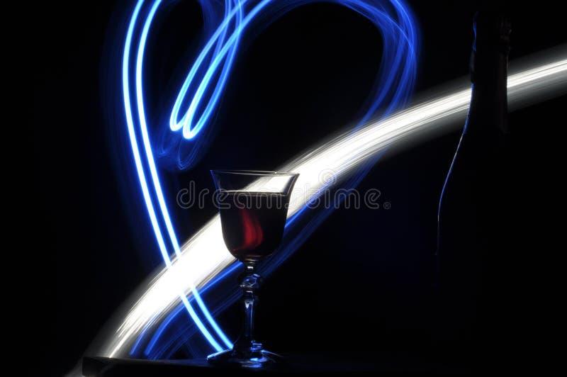 Champagne na véspera do ` s do ano novo Alargamentos de Fajerwerek Cumprimentos do ` s do ano novo fotografia de stock