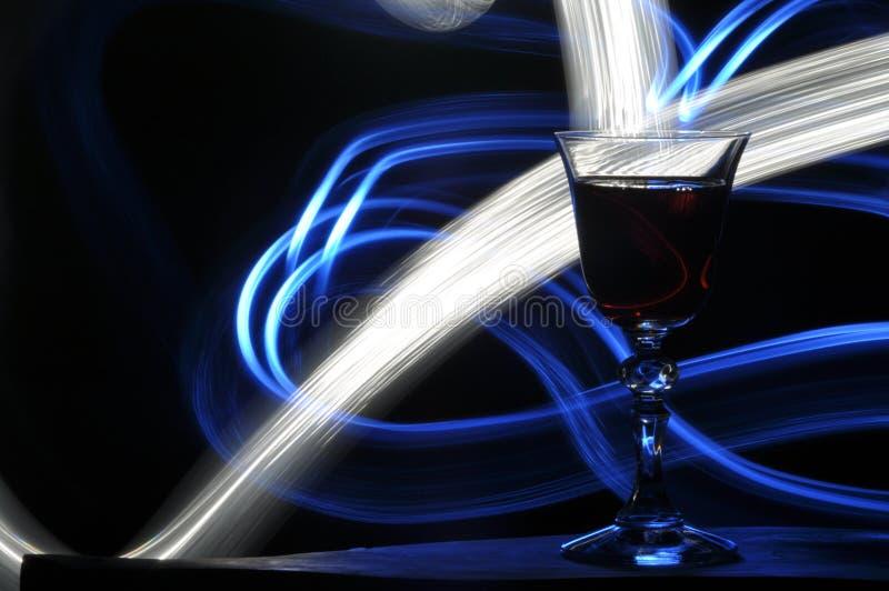 Champagne na v?spera do ` s do ano novo Cumprimentos do ` s do ano novo Felicidade e divertimento fotos de stock royalty free