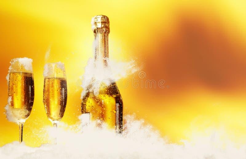 Champagne nella neve fotografie stock libere da diritti