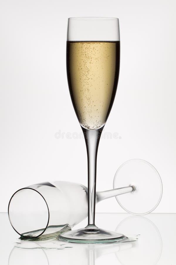 Champagne och tomt exponeringsglas royaltyfria foton
