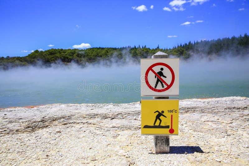 Champagne Pool, país das maravilhas térmico de Wai-O-Tapu, Nova Zelândia fotos de stock
