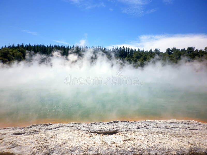 """Champagne Pool a Wai-O-Tapu o al paese delle meraviglie termico il Distretto di Rotorua Nuova Zelanda del †sacro delle acque """" immagine stock libera da diritti"""