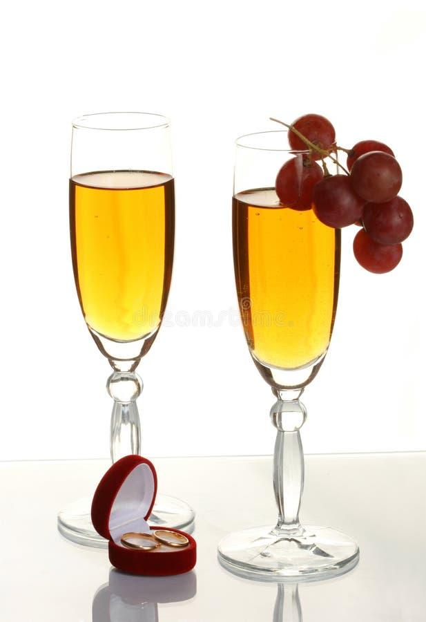champagne ringer bröllop fotografering för bildbyråer
