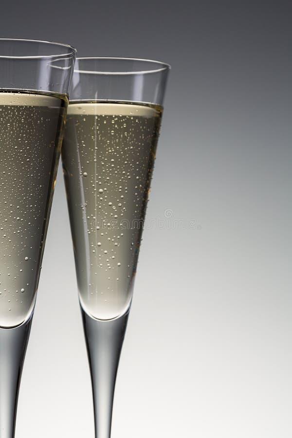Champagneexponeringsglas med kondensationsdroppar royaltyfri foto