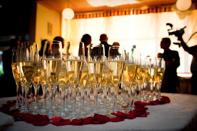 champagneexponeringsglasdeltagare arkivbild