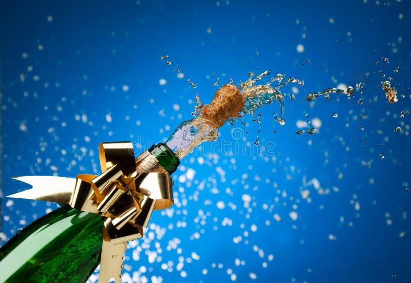 Champagneplash och snow royaltyfri foto