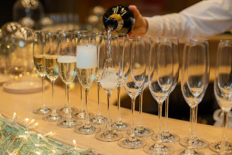 Champagnerbrille für Weihnachts- oder Neujahrsfeiern stockbild