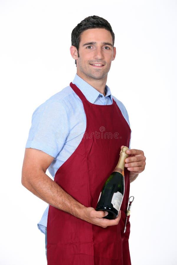 Champanhe de oferecimento do garçom imagens de stock