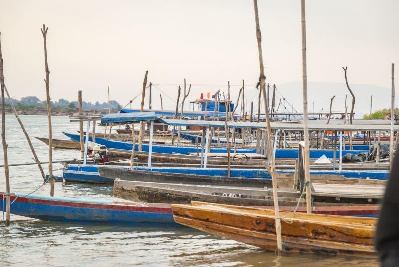 Champassak - port local sur le Mekong photographie stock