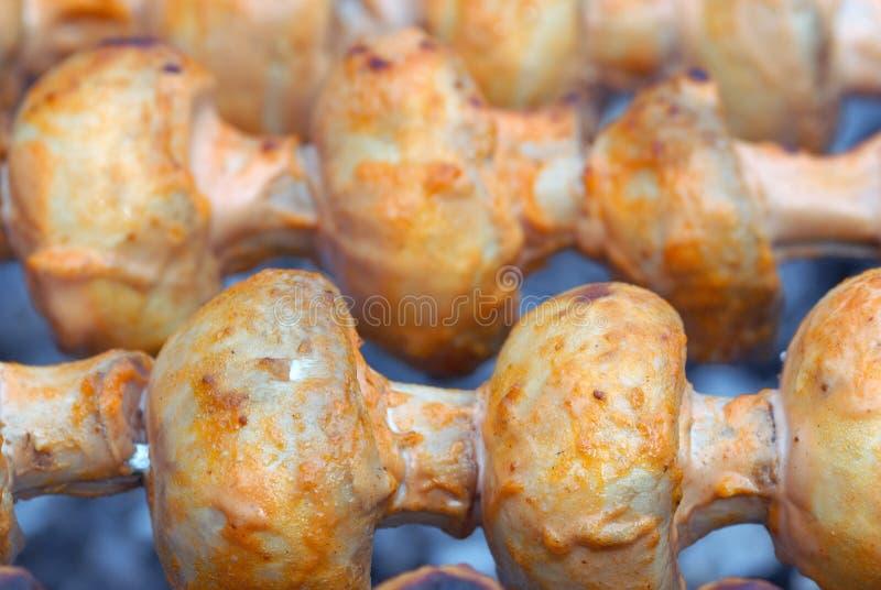 Champignons de couche grillés en mayonnaise photographie stock libre de droits