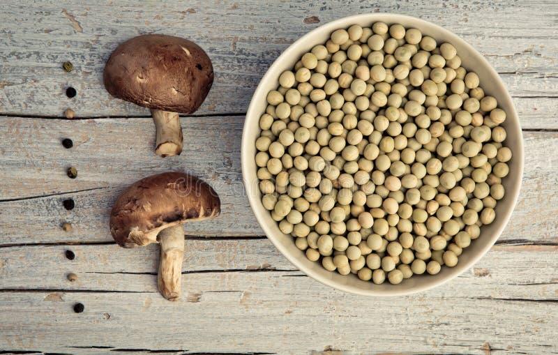 Champignons, Peans και πιπέρι στοκ φωτογραφίες