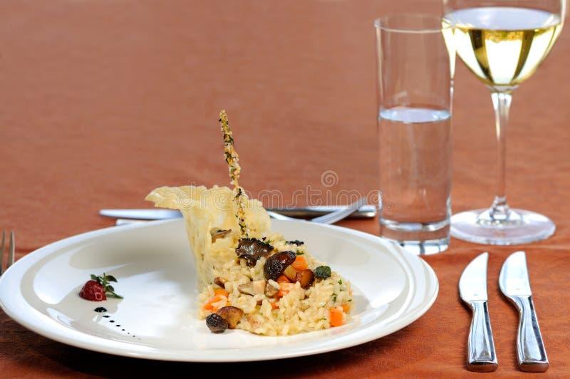 Champinjoner med rismål royaltyfri bild