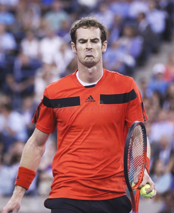 Champion Andy Murray de Grand Chelem de deux fois pendant le quatrième match de rond à l'US Open 2013 contre Denis Istomin chez Ar images stock