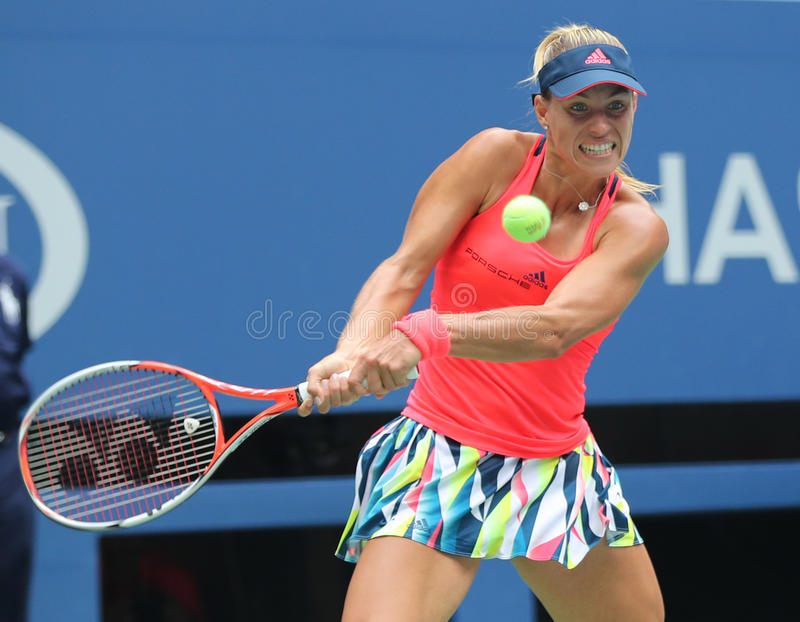 Champion Angelique Kerber de Grand Chelem de l'Allemagne dans l'action pendant son match quatre rond à l'US Open 2016 photo stock