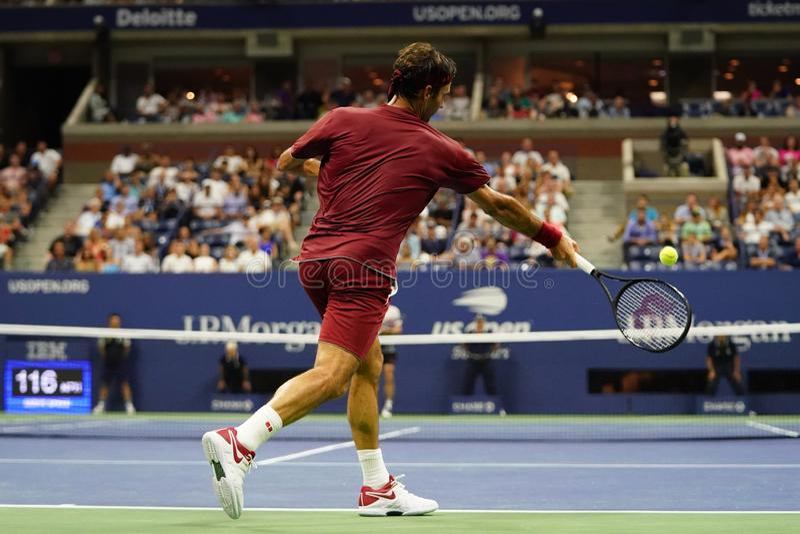 champion 20 fois Roger Federer de Grand Slam de la Suisse dans l'action pendant le rond 2018 d'US Open du match 16 photographie stock
