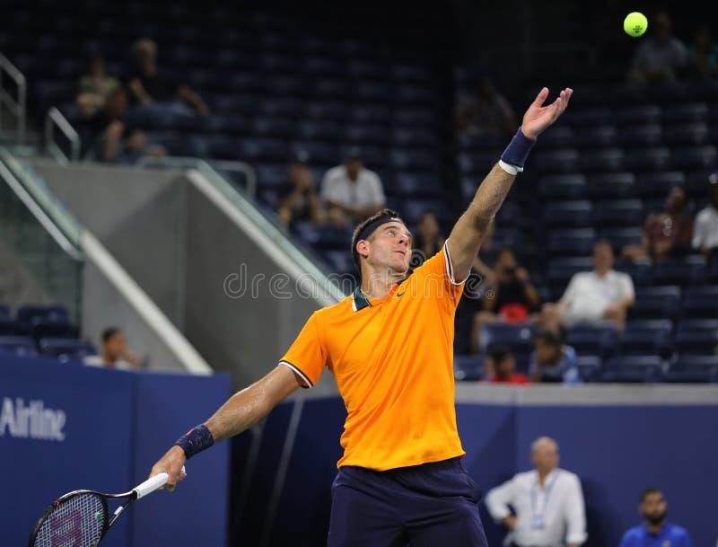 Champion Juan Martin Del Potro de Grand Chelem de l'Argentine dans l'action pendant son premier match 2018 de rond d'US Open image libre de droits