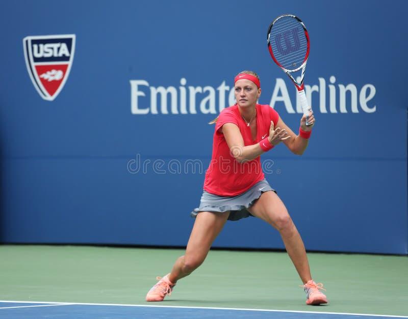 Champion Petra Kvitova de Grand Chelem pendant le premier match de rond à l'US Open 2013 contre Misaki Doi chez Billie Jean King N image stock