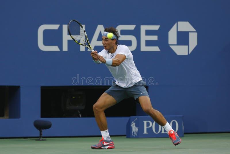 Champion Rafael Nadal de Grand Chelem de douze fois pendant le match de demi-finale à l'US Open 2013 contre Richard Gasquet photographie stock libre de droits