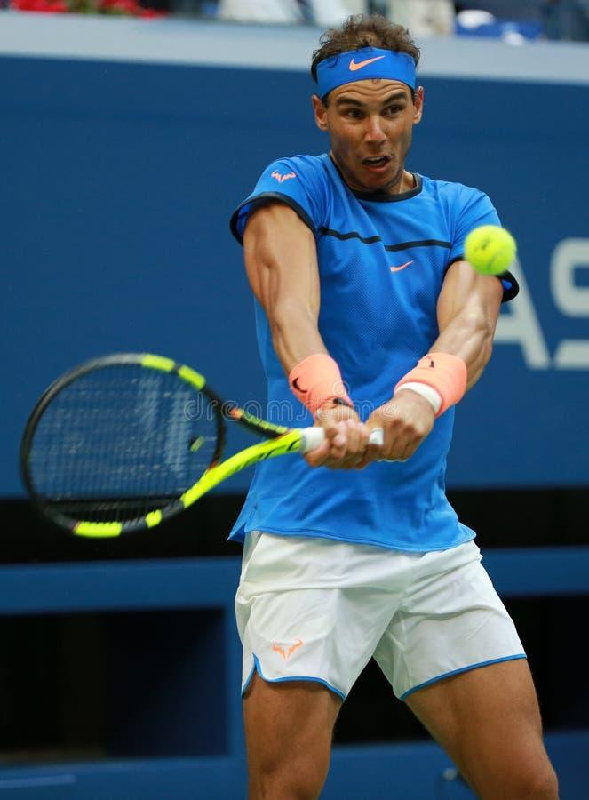 Champion Rafael Nadal de Grand Chelem de l'Espagne dans l'action pendant son match 3 rond de l'US Open 2016 images libres de droits