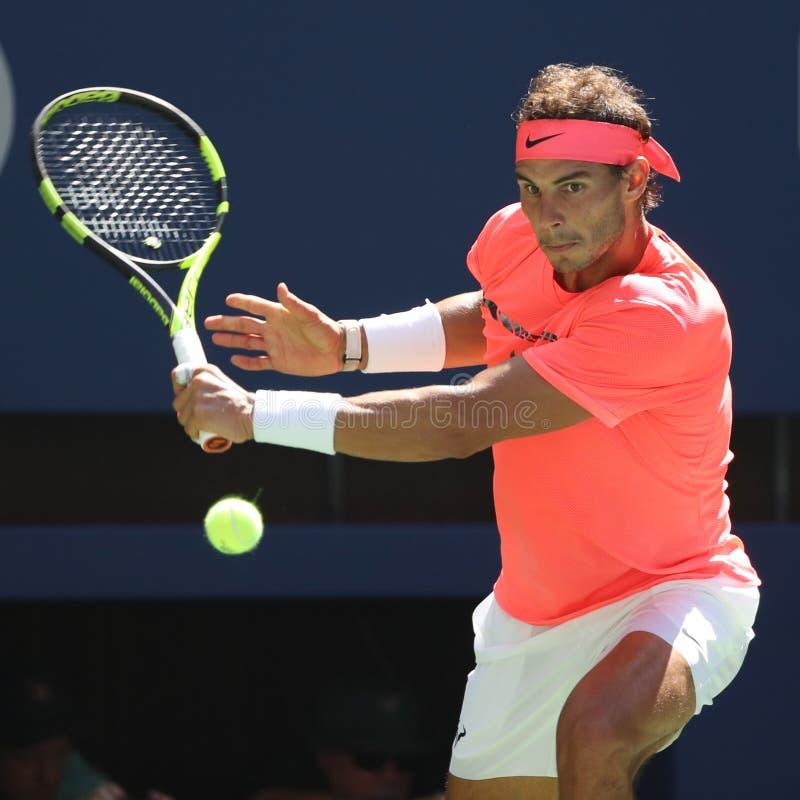 Champion Rafael Nadal de Grand Chelem de l'Espagne dans l'action pendant son match 4 rond de l'US Open 2017 photo stock