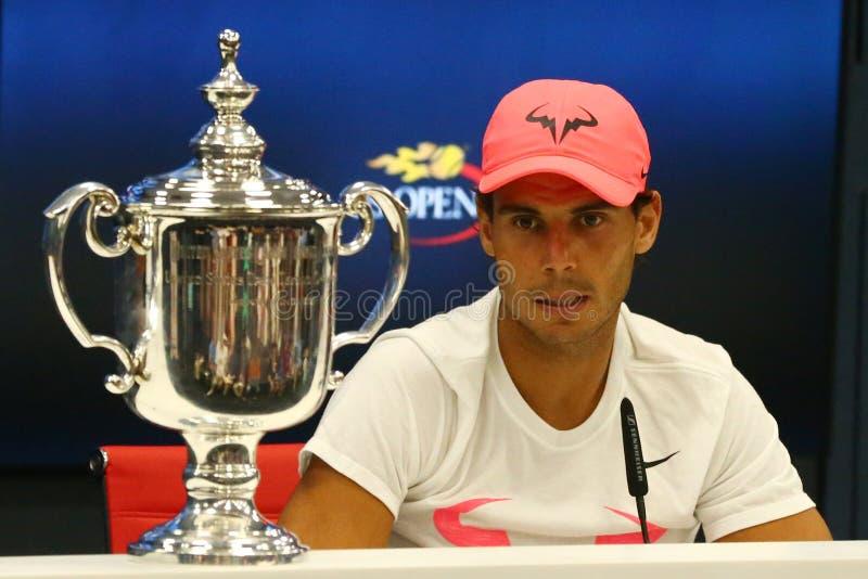Champion Rafael Nadal de l'US Open 2017 de l'Espagne pendant la conférence de presse après sa victoire de match final contre Kevi images stock
