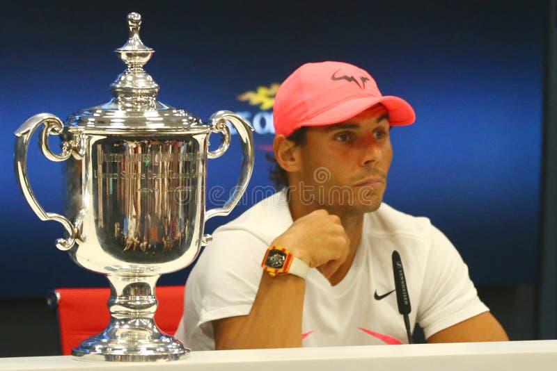 Champion Rafael Nadal de l'US Open 2017 de l'Espagne pendant la conférence de presse après sa victoire de match final contre Kevi images libres de droits