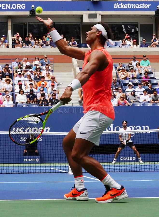 champion Rafael Nadal du Grand Chelem 17-time de l'Espagne dans l'action pendant son rond 2018 d'US Open du match 16 images libres de droits