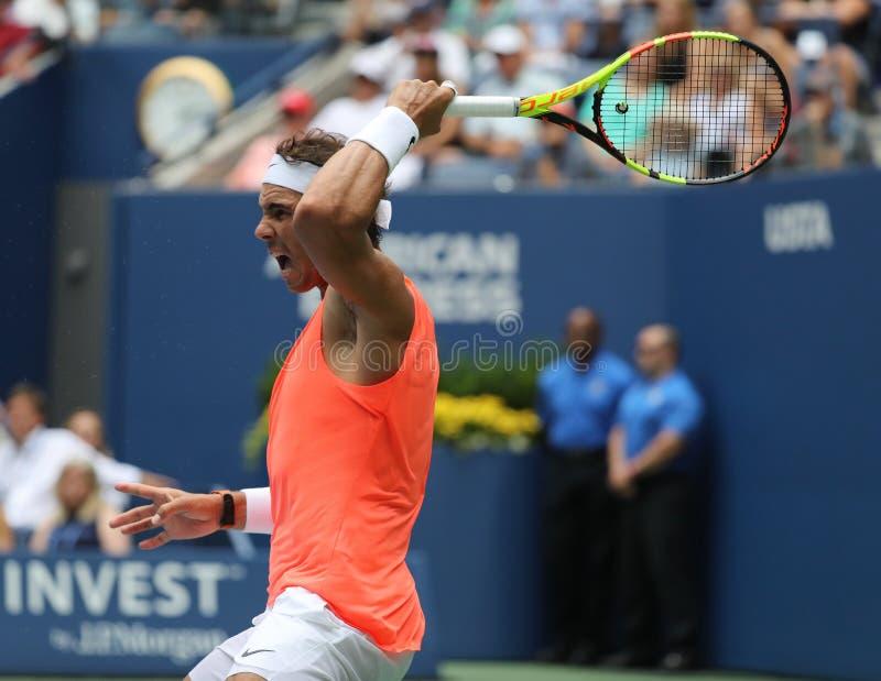 champion Rafael Nadal du Grand Chelem 17-time de l'Espagne dans l'action pendant son rond 2018 d'US Open du match 16 photos stock