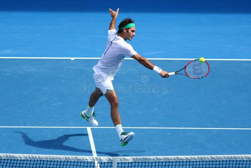 Champion Roger Federer de Grand Chelem de dix-sept fois de la Suisse dans l'action pendant le match de quart de finale à l'open d photo libre de droits
