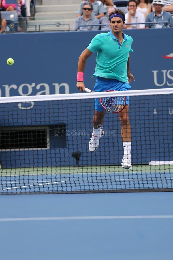 Champion Roger Federer de Grand Chelem de dix-sept fois pendant le match de demi-finale à l'US Open 2014 photo libre de droits