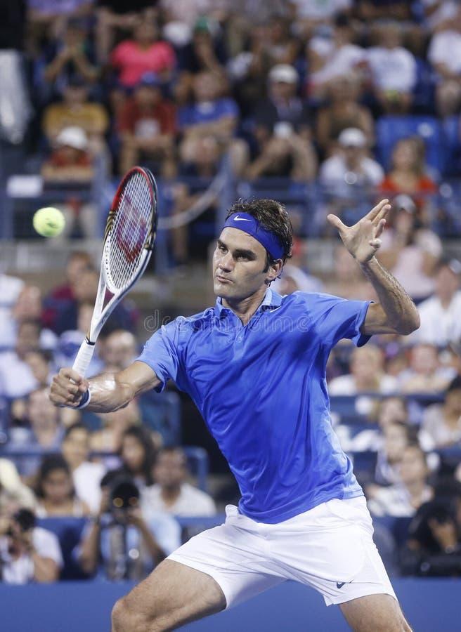 Champion Roger Federer de Grand Chelem de dix-sept fois pendant son quatrième match de rond à l'US Open 2013 contre Tommy Robredo photographie stock