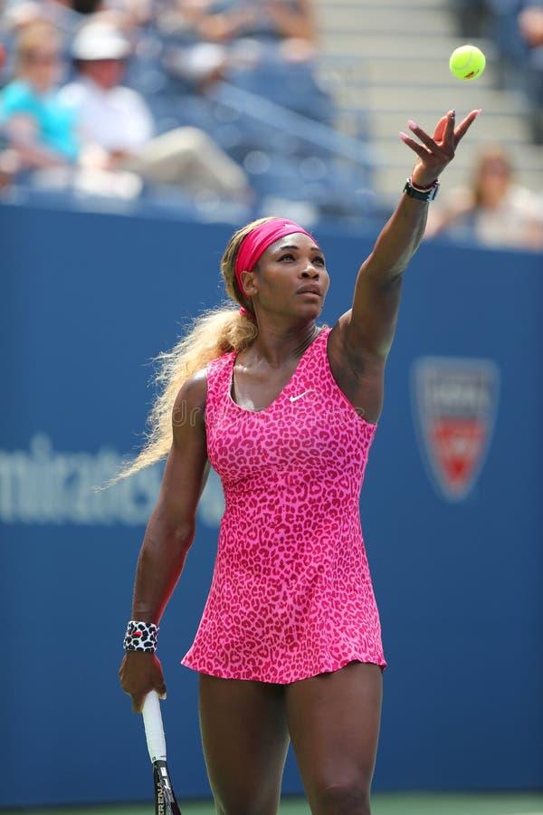 Champion Serena Williams de Grand Chelem pendant le quatrième match de rond à l'US Open 2014 photos stock